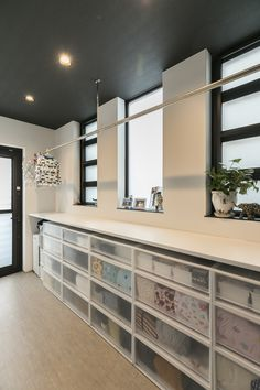 Outdoor Laundry Rooms, Landry Room, Kitchen Decor, Kitchen Design, Dressing Room Design, Laundry Room Design, Japanese House, Interior Lighting, House Rooms