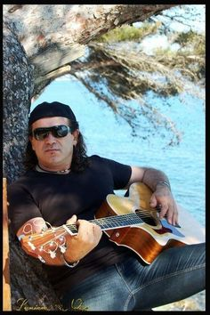 Now half of my song sales are donated to Fender Music Foundation - show your support   maintenant la moitié de mes ventes de chansons sont donnés à Fender Music Foundation - Merci de votre soutien