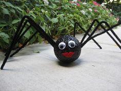 halloween deko selbstgemacht spinne pfeifenreiniger styropor kugel