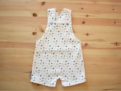 Baby Romper blue apples | Overalls w/ apples and dots | Gender neutral soft knit | Short overalls with snap straps | Organic cotton knit Short Overalls, Baby Overalls, Toddler Backpack, Knitted Romper, Knit Shorts, Toddler Gifts, Baby Room Decor, Gender Neutral, Baby Hats