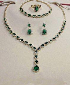 Fa Mannan Diamond: Green Diamond Jewellery Bridal Necklace Mukammil S. Emerald Jewelry, Gold Jewelry, Jewelry Accessories, Women Jewelry, Fashion Jewelry, Emerald Necklace, Diamond Jewellery, Fine Jewelry, Gold Jewellery Design