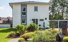 Eine traumhafte Stadtvilla ist das Fertighaus Haas O 141 C von Haas Haus. Auf seinem quadratischen Grundriss bietet das Haus viele kleine Highlights, die überzeugen: