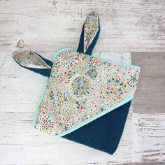 Diy Bags Purses, Baby Towel, Baby Couture, Creation Couture, French Brands, Sewing Class, Upcycled Crafts, Unusual Gifts, Diy Accessories