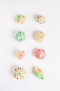 Wagashi are japanese sweets, les wagashi sont des dessers japonais Japanese Sweets, Japanese Food, Traditional Japanese, Desserts Japonais, Japanese Green Tea Matcha, Sakura Mochi, Ballerina Cookies, Chinese Moon Cake, Rose Cookies