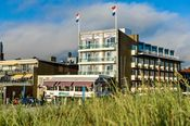 Hotel Noordzee Katwijk  Description: Een verblijf in Hotel Noordzee Katwijk betekent genieten van de frisse lucht het strand en de zee. Er is van alles te doen: wandelen fietsen schilderen op het strand sporten het Katwijks museum of een leuke attractie bezoeken. Katwijk biedt u rust en ruimte en op het 45 kilometer lange strandis zelfs op topdagen altijd wel een stil plekje te vinden. Door de uitgestrekte duinen en het schitterende meren- en poldergebied kunnen eindeloze wandel- en…