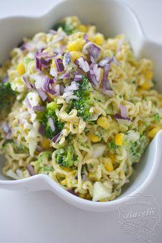 Sałatka z makaronem z zupek chińskich i brokułami to moja propozycja sałatki na imprezy ze znajomymi. Może nie jest ona Breakfast For Dinner, Pasta Recipes, Feta, Cabbage, Grains, Salads, Food And Drink, Rice, Vegetables