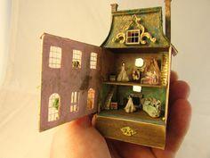 From DJD scaleagedFrench style by DebJacksonDesigns Dollhouse Dolls, Miniature Dolls, Dollhouse Miniatures, Dollhouse Tutorials, Dollhouse Ideas, Mini Doll House, Victorian Dolls, Dollhouse Accessories, Mini Things