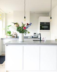 Smart Design, Kitchen Design, Kitchen Ideas, Contemporary, Table, Furniture, Space, Home Decor, Beautiful