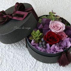 ボックスアレンジメント ボルドー Flower Box Gift, Flower Boxes, Flower Frame, Wonderful Flowers, Real Flowers, Paper Flowers, Valentines Flowers, Mothers Day Flowers, Country Wedding Decorations
