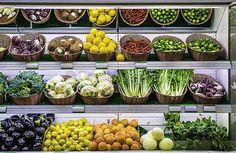 Fruits and vegetables on a supermarket | bởi deyan_georgiev
