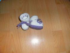 Neugeborene - Frühchen -Puppensocken  gestrickt        weiß / flieder  7 cm