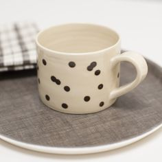 Linen tray and dot mug