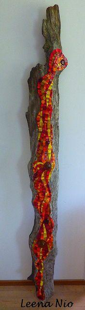 Mosaik auf Baumstamm