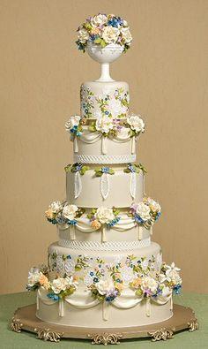 An absolute gorgeous Wedding cake design! Elegant Wedding Cakes, Elegant Cakes, Beautiful Wedding Cakes, Gorgeous Cakes, Wedding Cake Designs, Pretty Cakes, Cute Cakes, Amazing Cakes, Cake Wedding
