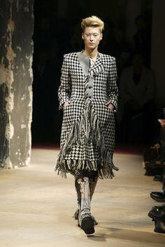Yohji Yamamoto at Paris Fashion Week Fall 2003 - Livingly