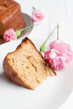 Traditional italian yogurt cake is a tasty sweet breakfast without refined sugar. You only need 6 ingredients and one bowl. Sugar Free Baking, Gluten Free Baking, Vegan Baking, Healthy Cake, Vegan Cake, Sin Gluten, Cocoa, Crockpot, Bowls