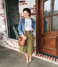 "4,149 Likes, 52 Comments - Courtney Toliver (@courtneytoliver) on Instagram: ""I had to wear a little green today for #stpatricksday  And who doesn't love a cute graphic tee?!…"""