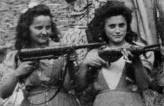 La resistenza femminile a Roma 1' incontro del ciclo 'la città delle donne' 1940s Woman, War Photography, White Photography, Joe Cocker, Brave Women, Insurgent, Guerrilla, Military Art, Vietnam War