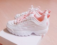 Sneakers Mode, Cute Sneakers, Sneakers Fashion, Fashion Shoes, Ebay Sneakers, Flatform Sneakers, 50 Fashion, Fashion Brands, Pink Shoes