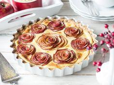 Apfelrosen Tarte mit Vanillecreme und ein paar Mandeln im Knusperboden (Art Pudding) - https://www.springlane.de/magazin/rezeptideen/apfel-rosen-kuchen/?utm_source=Facebook&utm_medium=Post%20&utm_campaign=Apfelrosen-Kuchen