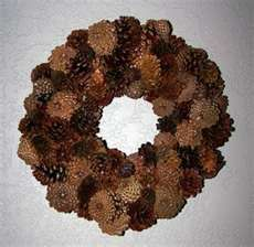 pinecone wreath - interesting use of bottoms of cones