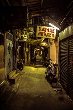 go deep + drift + forget about good + slow down Urban Photography, Street Photography, Kowloon Walled City, City Aesthetic, World Of Darkness, Alleyway, Matte Painting, Slums, Fantasy Landscape