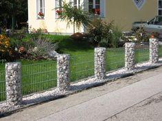 Gabions round column elements Source by Gabion Wall Design, Fence Design, Garden Design, Landscaping Along Fence, Outdoor Landscaping, Outdoor Gardens, Hot Tub Garden, Gabion Fence, Vertical Garden Wall