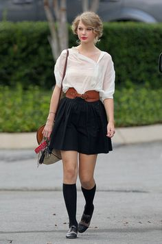 Taylor Swift in Nashville 13 August 2010 - ☆Favorite Celebrity Pictures☆ Estilo Taylor Swift, Taylor Swift Outfits, Taylor Swift Hot, Taylor Swift Style, Swift 3, Cute Preppy Outfits, Adrette Outfits, Preppy Style, My Style