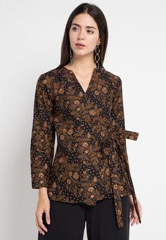 52 Ideas Womens Outfits For Work Offices Blouses For 2019 Kebaya Modern Dress, Kebaya Dress, Batik Kebaya, Batik Fashion, Skirt Fashion, Hijab Fashion, Trendy Clothes For Women, Casual Dresses For Women, Nice Dresses