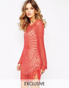 Fonte: http://www.asos.com/au/violet-skye/violet-skye-oversized-crochet-knit-top-with-flower-pattern/prod/pgeproduct.aspx?iid=50...