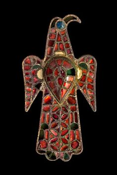 The Visigoths adorned their garments with stunning, colourful jewellery. Brooches, used to secure capes and tunics, also announced a person's socioeconomic status. The eagle brooch is one of the barbarian nations' most iconic creations. 6th century. Museo Arqueológico Nacional