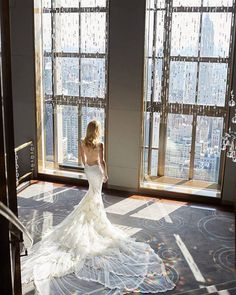 With a view like this from the Rainbow Room in New York you need a statement wedding dress like the Galia Lahav Photo: Christian Oth Studio Big Wedding Dresses, Open Back Wedding Dress, Bridal Dresses, Wedding Trends, Wedding Styles, Wedding Ideas, New York Wedding Venues, New York Bride, Iconic Dresses