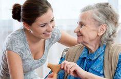 ¿Quién cuida al cuidador? | EROSKI CONSUMER. Cuidar de una persona o familiar dependiente tiene repercusiones sobre la calidad de vida y la salud del cuidador