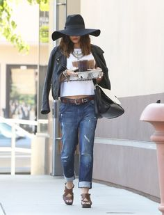 Vanessa hudgens love this outfit