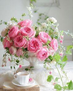 Flower Vase For Home and Office - Blumen gif Pink Rose Bouquet, Pink Rose Flower, Rose Petals, Pink Flowers, Diy Flower, Purple Roses, Exotic Flowers, Cut Flowers, Rosen Arrangements