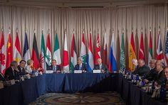 Der Westen mit den USA an der Spitze kommt seinen Syrien-Verpflichtungen nicht nach. Zudem wollen US-Militärs anscheinend die Befehle von Präsident Barack Obama nicht erfüllen, sagte der russische Außenminister Sergej Lawrow am Montag gegenüber den Journalisten.