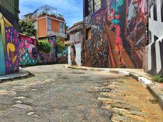O grafite é umas das grandes manifestações artísticas espalhadas pelo mundo, seja por motivos políticos, anti-políticos, cada mensagem provoca algo e esta é a intenção, levar ao debate e a reflexão!