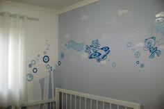 Arte Poesia Decoração Cenografia: Desing de interiores. Decoração de quarto bebê menino. Azul e branco ursinhos. Adesivo com pintura decorativa.