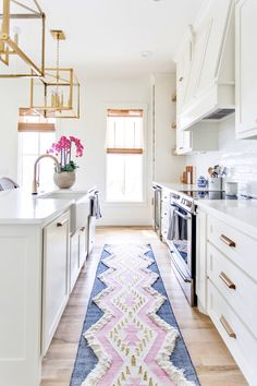 Sharing our friend   lake house kitchen featuring the hottest rug in the shop right now - Pink Indio rug😍It also comes in grey/white. Kitchen Runner, Kitchen Rug, Kitchen Cabinets, Kitchen Decor Themes, Kitchen Ideas, Kitchen Designs, Room Decor, Boho Home, Home Decor Inspiration