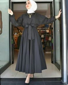 Muslim Fashion 847943436078252136 - ✔ Fashion Style Classy Hijab Source by Modest Fashion Hijab, Modern Hijab Fashion, Muslim Women Fashion, Hijab Fashion Inspiration, Islamic Fashion, Abaya Fashion, Skirt Fashion, Fashion Dresses, Classy Fashion