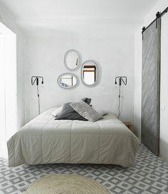 Miroirs au dessus du lit