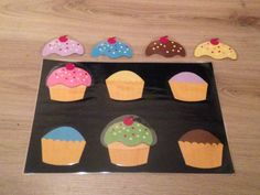Juf Jessica: Taart & Gebak in plaats van de kaartjes, een kleikaart waar de kinderen met klei cupcakes/taarten/... kunnen versieren?
