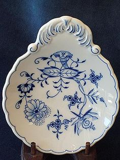 "A Meissen (Marked) ""Blue Onion"" Pattern Porcelain Decorated Flat Handle Nut Dish, German, circa 1922"