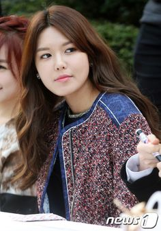 #SooYoung #SNSD Girls' Generation gives children red scarves + holds fan signing for Lotte Department Store's 34th anniversary  CR : allkpop.com
