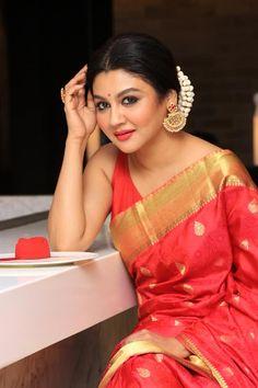 Bengali Actress Jaya Ahsan Bengali Wedding, Indian Bridal Sarees, Bengali Bride, Indian Beauty Saree, Bengali Saree, Saree Look, Beautiful Saree, Beautiful Women, Saree Styles