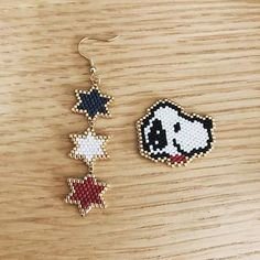 Beaded Bracelet Patterns, Peyote Patterns, Beading Patterns, Seed Bead Projects, Beading Projects, Brick Stitch Earrings, Seed Bead Earrings, Beaded Snoopy, Stitch Ears