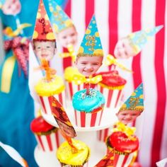 Photo cupcake toppers for carnival themed party Carnival Themed Party, Carnival Themes, Circus Party, Clowns For Birthday Parties, Birthday Ideas, 5th Birthday, Easy Knitting Projects, Jungle Party, Fun Cupcakes