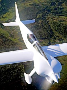 2015 CEA-311 Anequim record plane was designed by Brazilian professor Paulo Iscold to break the world speed record for four-cylinder airplanes.