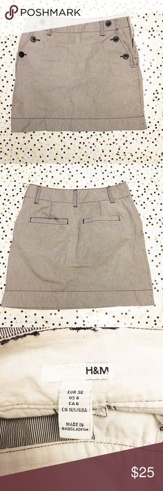 """H&M 6 Pinstriped Black White Mini Skirt Size 6 H&M 6 Pinstriped Black White Mini Skirt Size 6  Length:16"""" Waist:14""""(laying flat)   Check out my other items! H&M Skirts Mini"""