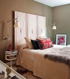 Red and Brown Bedroom Decorating Idea. Red and Brown Bedroom Decorating Idea. Design for Bedroom Brown Green and Red Colorful Interior Design, Beautiful Interior Design, Retro Apartment, Room Design Images, Design Ideas, Brown Decor, Small Bedroom Designs, Bedroom Decor, Bedroom Ideas